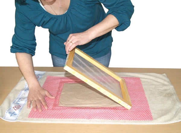 fabriquer du papier artisanal. Black Bedroom Furniture Sets. Home Design Ideas
